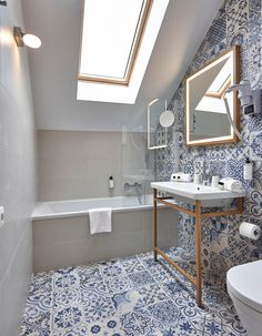 HYGGE HOTEL (BRUSSELS, BELGIUM) Skyros Deco Blanco design by Realonda · PorcelanicTile · 44 x 44 cm #Realonda #hyggehotel #brussels #hotelproject #projects #tiles #interiordesign #trendy #deco #ihavethisthingwhithtiles #tileaddiction #instagoods #porcelanictile