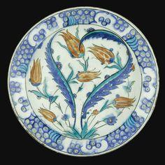 An Iznik Polychrome Pottery Dish, Turkey, Circa 1585 | Lot | Sotheby's