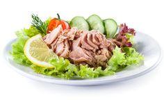Pożywna i pełna białka - sałatka z tuńczykiem