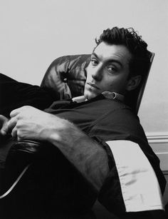 Read Jude Law from the story Vintage Male GIFs And Faceclaims by Littledrummergurl (LDG) with 345 reads. Jude Law, Pretty People, Beautiful People, Photographie Portrait Inspiration, Foto Fashion, Photo Instagram, Man Photo, Dylan O'brien, Leonardo Dicaprio