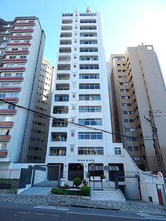 - Edifício Ilha de Capri, 01 apartamento por andar, 205 m² de área privativa. - Mais informações entre em contato com a Apolar Champagnat (41) 3335-7190.