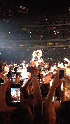 Taylor walking through the crowd (: