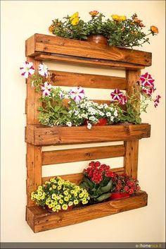 30 Verticle Garden Ideas For Newbie Gardeners In Small Spaces - Good Housekeeping Mantra Vintage Gardening, Vintage Garden Decor, Pallet Planter Box, Planter Boxes, Pallet Creative Ideas, Pallet Ideas, Verticle Garden, Cascading Flowers, Pallets Garden