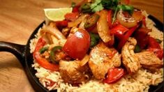 Fajitas are traditionally prepared with beef, but if you would like a healthier version with less fat, this chicken fajita version of the traditional dish is for you. Chicken Fajita Recipe, Chicken Fajitas, Chicken Recipes, Dairy Free Recipes, New Recipes, Cooking Recipes, Favorite Recipes, Skillet Recipes, Yummy Recipes