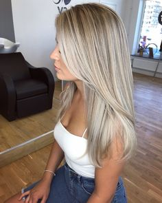 Golden Blonde Balayage for Straight Hair - Honey Blonde Hair Inspiration - The Trending Hairstyle Blonde Hair Looks, Honey Blonde Hair, Icy Blonde, Balayage Hair Blonde, Blonde Wig, Blonde Hair For Fall, Blonde Straight Hair, Blonde Layered Hair, Frontal Hairstyles