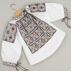 Ie din Moldova Casual Tops, Casual Chic, Popular Costumes, Folk Embroidery, Kids Fashion, Womens Fashion, Folk Costume, Traditional Dresses, Style Inspiration