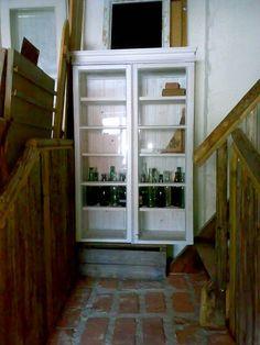 Ikkunoista rakentaa kätevästi vitriinin, tässä malliyksilö meillä Metsänkylän Navetalla ja löytyy täältä valmiitakin kotiin suoraan vietäväksi!  Unelma Vanhasta Talosta