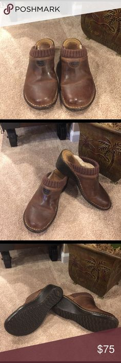🌺🌼 UGG's 🌼🌺 GAEL CLOGS SZ 8 🌺🌼 UGG's 🌼🌺 GAEL CLOGS SZ 8 Chocolate color in great condition.  Super comfortable to walk in looks awesome with boot cut jeans. UGG Shoes Mules & Clogs