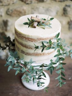 34 Yummy Semi Naked Wedding Cakes Naked wedding cakes are super yummy and pretty, this is a trend that is here to stay. But a new thing popping up is not just a naked cake but a semi naked … Small Wedding Cakes, Floral Wedding Cakes, Wedding Cake Rustic, Rustic Cake, Elegant Wedding Cakes, Wedding Cake Designs, Wedding Cake Toppers, Floral Cake, Elegant Cakes
