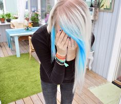 Platinum blonde hair with two electric blue hair streaks! Ombré Hair, Emo Hair, Dye My Hair, Hair Dos, Blonde Hair, Girl Hair, Electric Blue Hair, Platinum Blonde, Rainbow Hair