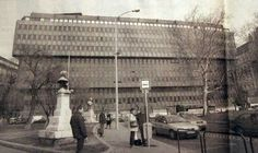 """1980. A """"spenót"""" ház a Roosewelt (Széchenyi) téren."""