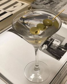 Classy Aesthetic, Beige Aesthetic, Aesthetic Food, Alcoholic Drinks, Cocktails, Beverages, Aesthetic Pictures, White Wine, Cheers