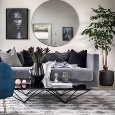 Classic Home Decor Themes That Are Always In Style Living Room Colors, My Living Room, Interior Design Living Room, Home And Living, Living Room Decor, Living Room Modern, Scandinavian Home, Living Room Inspiration, Apartment Living