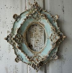 Antique plaster picture frame ornate antique French shabby cottage chic cream white/ soft blues distressed gold accented anita spero design - Home Decor Shabby Chic Interiors, Shabby Chic Homes, Shabby Chic Decor, Rustic Decor, Cottage Chic, Shabby Cottage, Decoration Baroque, Antique Pictures, French Decor