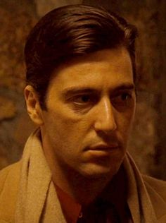 Al Pacino in Der Pate: Teil II - Ideen zu Gartengestaltungen The Godfather Part Ii, Godfather Movie, Robert Niro, Young Al Pacino, Don Corleone, Corleone Family, Top Film, Film Inspiration, Hommes Sexy