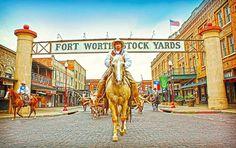 Fort Worth war einmal eine raue, unruhige Grenzstadt, staubig und gesetzlos, die Heimat von mutigen Kämpfern und Geächteten, Soldaten und Grenzgängern. Heute ist Fort Worth eine der größten Städte in Texas und die sechzehngröße Stadt der USA. Es ist ein Ort, geprägt von dem Engagement zur Innenstadt-Revitalisierung und Stadterneuerung, der Hingabe zu seinem weltbekannten Künstlerviertel, dem großen Stolz auf seine Western Geschichte und einer Loyalität gegenüber seinen erstklassigen...