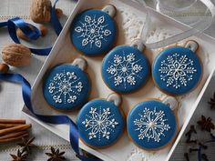 Fancy Cookies, Iced Cookies, Royal Icing Cookies, Christmas Biscuits, Christmas Sugar Cookies, Gingerbread Cookies, Christmas Food Gifts, Christmas Sweets, Holiday Baking