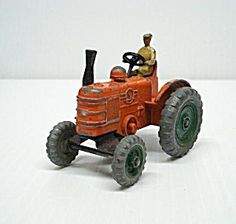 VINTAGE DINKY TOYS FARM TRACTOR DIECAST TOY