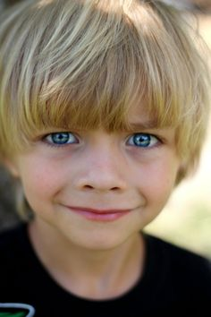 Small boy with blonde hair and blue eyes. Blonde Baby Boy, Blonde Twins, Little Blonde Girl, Blonde Babies, Little Boy Blue, Baby Blue, Precious Children, Beautiful Children, Beautiful Babies
