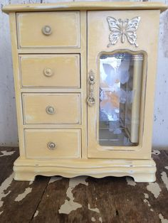 """So Cottage Chic, Beach Cottage, PRETTY!!  Dimensions- 9 1/4"""" L 4 1/2"""" W 10 3/4"""" H  Please check out our other jewelry boxes that are currently in stock:  https://www.etsy.com/shop/SouthamptonVintage"""