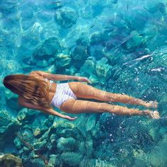 Diving in a crystalline sea with Surfs Up, Underwater Painting, Underwater Photos, Vibe Video, Pool Picture, Us Swimming, Videos Tumblr, Beach Kids, Summer Pictures