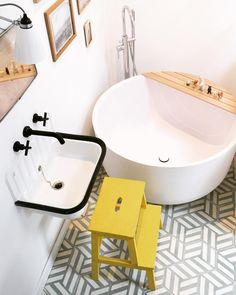 """1,268 mentions J'aime, 49 commentaires - Zoé de Las Cases (@zoedelascases) sur Instagram: """"L'heure du Bain a sonné 🛁👀 #childbathroom #bathroom #baignoireronde #smallspace #decoration…"""""""