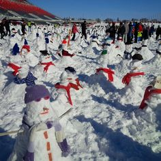 A new world record broken during #Winterlude! 1,299 snowmen built in one hour! #cutcsnowman Ottawa, Mount Everest, Road Trip, Snow, Mountains, Nature, Travel, Naturaleza, Road Trips