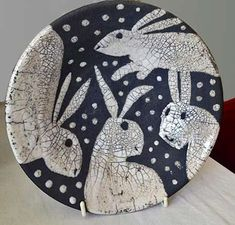 Previous pinner sez -- Josse Davies rabbit plate - this would be a good pattern for a hooked rug using strips of blue denim and old white t-shirts, sheets or pillow cases for the rabbits & snow flakes Raku Pottery, Pottery Plates, Pottery Art, Pottery Animals, Ceramic Animals, Ceramic Clay, Ceramic Plates, Rabbit Art, Pottery Techniques