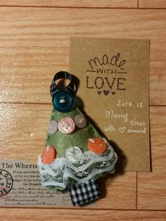 Oh Christmas Tree.... handmade magnet with buttons & fabric felt