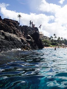 Black Rock, Ka'anapali beach, Maui. Fun place to watch divers and listen to nice Hawaiian music♥