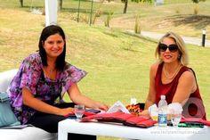 Copa Día Internacional de la Mujer en Carlos Paz Golf, 8 de marzo de 2013.  Laura Malpeli de Jordaan junto a Telly Aguirre Berrotarán, Directora de la prestigiosa revista Mil Opciones.