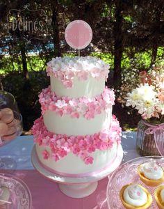 Torta con flores para 15 años ♥ podés seguirnos también en www.facebook.com/Fairepartinvitaciones