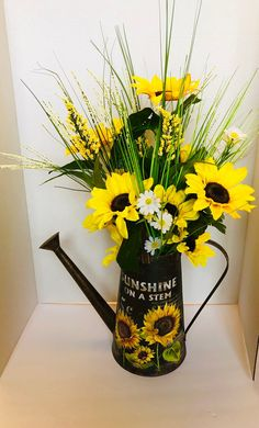 Excited to share this item from my shop: Sunflower watering can, watering can arrangement, watering can centerpiece, sunflower centerpiece White Hydrangea Centerpieces, Sunflower Centerpieces, Sunflower Arrangements, Summer Centerpieces, Centerpiece Decorations, Sunflower Decorations, Sunflower Themed Kitchen, Sunflower Room, Sunflower Vase