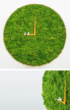 blumenkübel runde wanduhr moos pflanzkübel