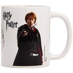 Si tienes que hacer un regalo a algún fan de la saga Harry Potter, esta taza de cerámica con imágenes de Ron Weasley y Howarts, apta para lavavajillas y microondas y con caja de regalo y licencia oficial, te vendrá de lujo y sólo te cuesta 6,99€.  Chollo en Amazon España: Taza de cerámica de Harry Potter por solo 6,99€, que es su precio mínimo histórico. Con imágenes de Ronald Weasley