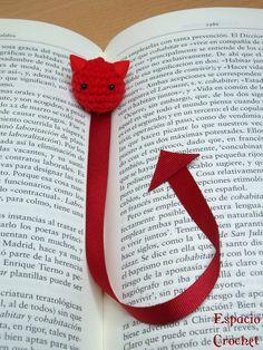 Espacio Crochet: Demonios marcapáginas / Devil bookmarkers San Antoni, Bookmarks, Knit Crochet, Crafts For Kids, Patches, Blog, Knitting, Paper, Pillows