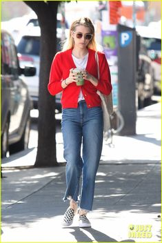 Emma Roberts Rocks a Red Cardigan for Her Smoothie Run: Photo Emma Roberts stands out in a bright red cardigan while stepping out to grab a green drink! The American Horror Story actress was spotted enjoying… Source by mwoolf Cardigans Red Cardigan Outfits, Jean Outfits, Casual Outfits, Fashion Outfits, Fashion Models, Star Fashion, Mode Style, Style Me, Cardigan Gris