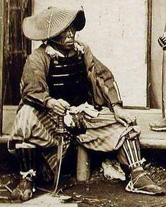 Samurai wearing a nirayama jingasa.