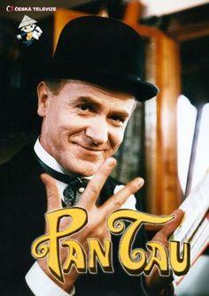 """Pan Tau(deutsch """"Herr Tau"""") ist eine moderne Märchenfigur der letzten Jahrzehnte des 20. Jahrhunderts und die Hauptfigur einer gleichnamigenKinderserie, die als deutsch-tschechische Koproduktion zwischen demWDR, den Prager FilmstudiosBarrandovund demtschechoslowakischen Fernsehen (ČST)entstand. Pan Taus geistige Väter sind das AutorenteamOta HofmanundJindřich Polák. Hofman war zugleich Drehbuchautor aller Pan-Tau-Filme, deren Regie Polák führte. ImDDR-Fernsehenlief die Serie ab 5…"""
