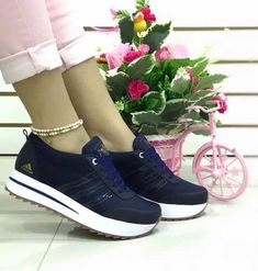 Flatform Comfy Shoes Athletic Women Sneaker Boots Adidas Shoes Beautiful Shoes Shoe Game Casual Chic Looks Comfy Shoes, Comfortable Shoes, Trendy Shoes, Casual Shoes, Sock Shoes, Shoe Boots, Gucci Fashion, Shoes Heels Wedges, Kinds Of Shoes