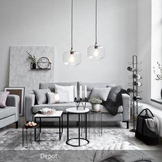 New Ein Wohnzimmer in hellem Grau mit schwarzen Akzenten Sch ne Beistelltische und zarte gl serne Lampen erg nzen
