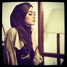 ImageFind images and videos about hijab and muslim on We Heart It - the app to get lost in what you love. Muslim Women Fashion, Islamic Fashion, Modest Fashion, Hijab Fashion, Hijab Look, Eid Outfits, Arab Women, Modest Wear, Turban Style