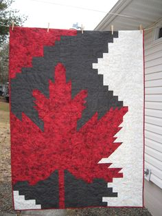 Canadian Quilts, Quilts Canada, Canada Day Crafts, Wildlife Quilts, Modern Quilting Designs, Scrap Quilt Patterns, Patriotic Quilts, Quilt Modernen, Lap Quilts
