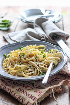 20 minutes is all it takes to make this easy Alfredo sauce. With only 3 ingredients, it's easy to enjoy a rich, creamy Alfredo pasta dinner at home. Sauce Recipes, Crockpot Recipes, Alfredo Sauce Recipe Easy, Vegetarian Cheese, Dinner Tonight, Food To Make, Main Dishes, Dessert Recipes, Favorite Recipes