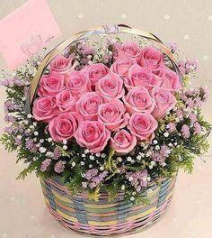 ✿⊱✿⊱ROSAS✿⊱✿⊱ Sweet centerpiece for your garden wedding. Basket Flower Arrangements, Beautiful Flower Arrangements, My Flower, Pretty Flowers, Pink Flowers, Floral Arrangements, Fleur Design, Happy Birthday Flower, Arte Floral