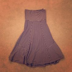 ❤️❤️SALE❤️❤️AE strapless dress Great dress with a jacket or cardigan, worn a handful of times no rips or tears, size medium American Eagle Outfitters Dresses Strapless