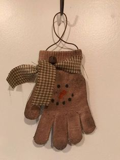 Primitive Snowman Ornies- Grungy- Christmas-Winter Hang on the wall, winter tree, or just lay around. Primitive Christmas Ornaments, Primitive Snowmen, Primitive Crafts, Homemade Christmas, Christmas Snowman, Rustic Christmas, Winter Christmas, Wooden Snowmen, Christmas Trees