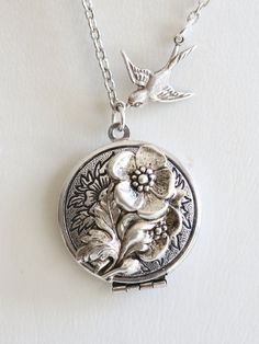 Measurements: Vintage style silver plated locket, lovely design .Approximately 1-1/8 diameter. ...............................................