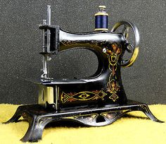 EARLY & RARE... CASIGE MODEL 2/2 ~ TOY HAND CRANK SEWING MACHINE ~FLOWERS!!!