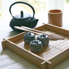 Macarons aux saveurs asiatiques Sésame noir et matcha azukis | Bottin Gourmand
